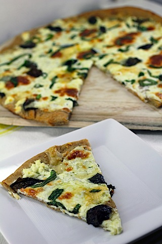 Basil-and-Garlic-White-Pizza-9.jpg