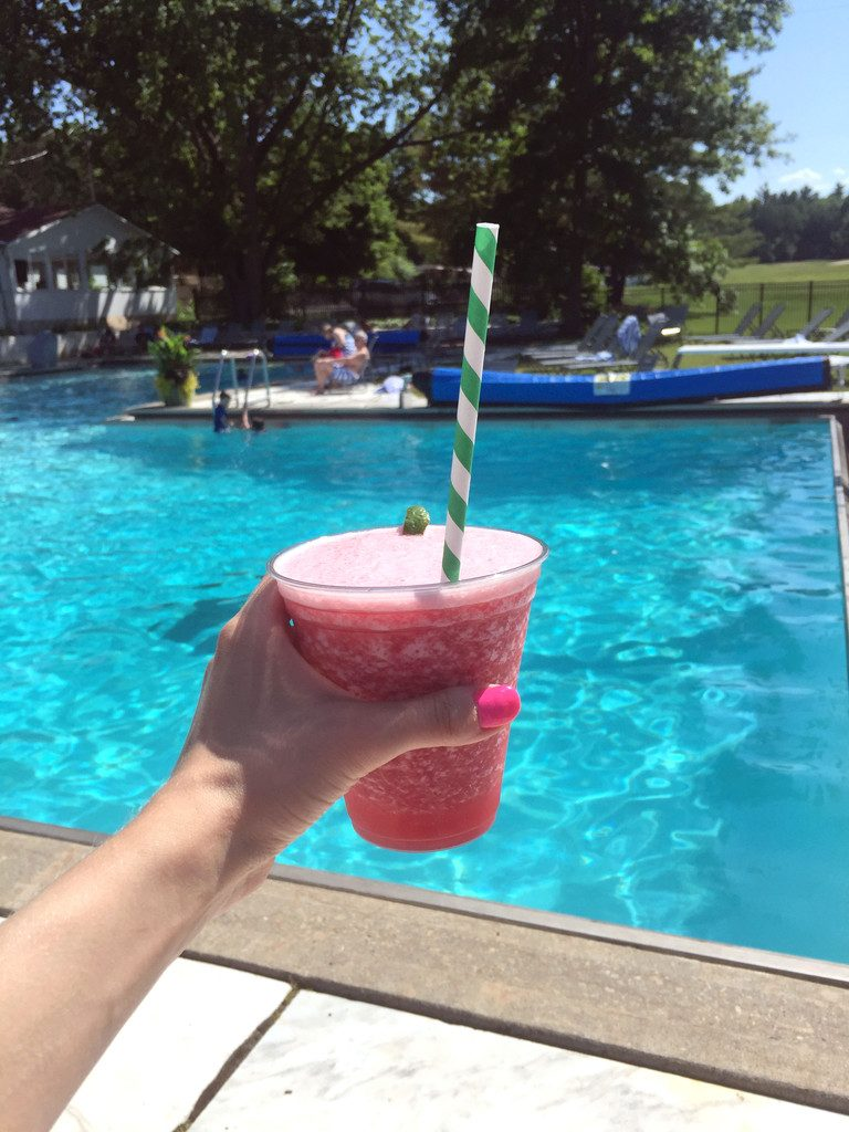 Basin-Harbor-Club-Drinks-at-the-Pool-