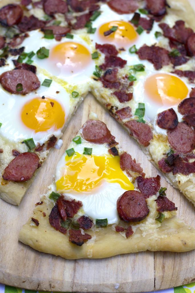 Butterball Meat Lovers' Breakfast Pizza 14