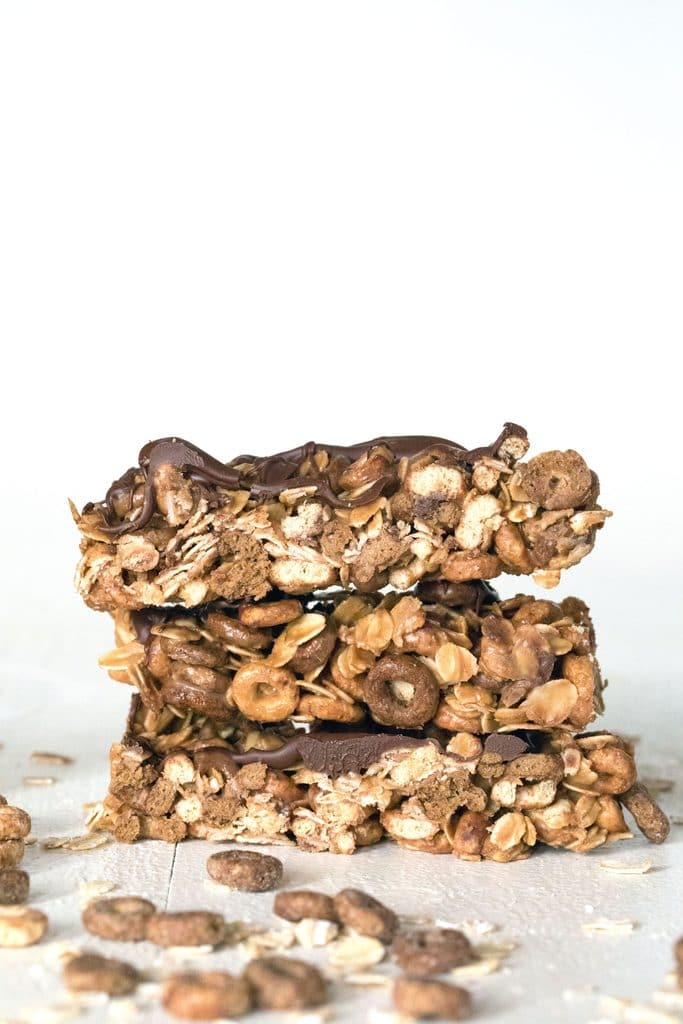 Chocolate Peanut Butter Cheerios Granola Bars: This no-bake granola bar recipe uses Chocolate Peanut Butter Cheerios; a peanut butter, honey, and coconut oil mixture; and a little extra chocolate for good measure | wearenotmartha.com
