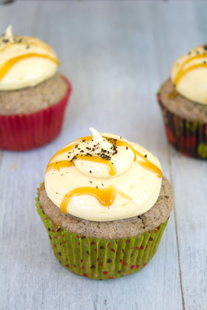 Cinnamon Cupcakes with Pumpkin Coffee Cream Cheese Frosting -- Indulge in a perfectly spiced cinnamon cupcake filled and topped with a cream cheese frosting packed with umpkin coffee and pumpkin purée | wearenotmartha.com
