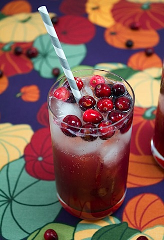 just want to drink a million of these Cranberry Pomegranate Sparklers ...