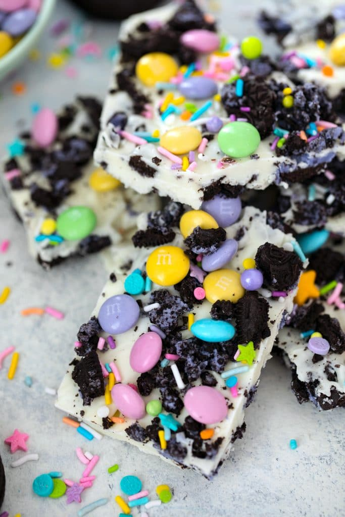Easter Oreo Bark -- This 4-ingredient bark is so easy to make, you'll find yourself bringing it to all of your springtime parties and gatherings | wearenotmartha.com