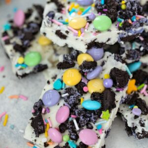 Easter Oreo Bark -- This 4-ingredient Easter Oreo Bark is packed with delicious goodies and so easy to make, you'll find yourself bringing it to all of your springtime parties and gatherings! | wearenotmartha.com