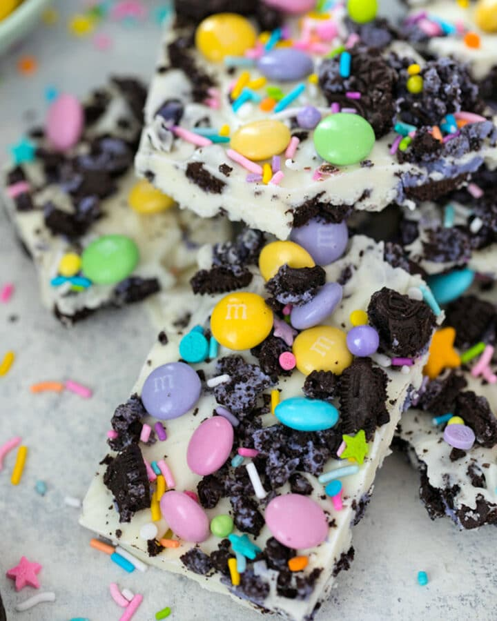 Easter Oreo Bark -- This 4-ingredient Easter Oreo Bark is packed with delicious goodies and so easy to make, you'll find yourself bringing it to all of your springtime parties and gatherings! | wearenotmartha.com #oreo #peepsoreos #oreobark #easter #candy #bark