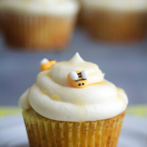 Honey Bee Cupcakes with White Chocolate Honey Ganache -- These white chocolate and honey cupcakes will be the buzz of any warm weather celebration! | wearenotmartha.com #cupcakes #bees #honey #honeybees #white chocolate