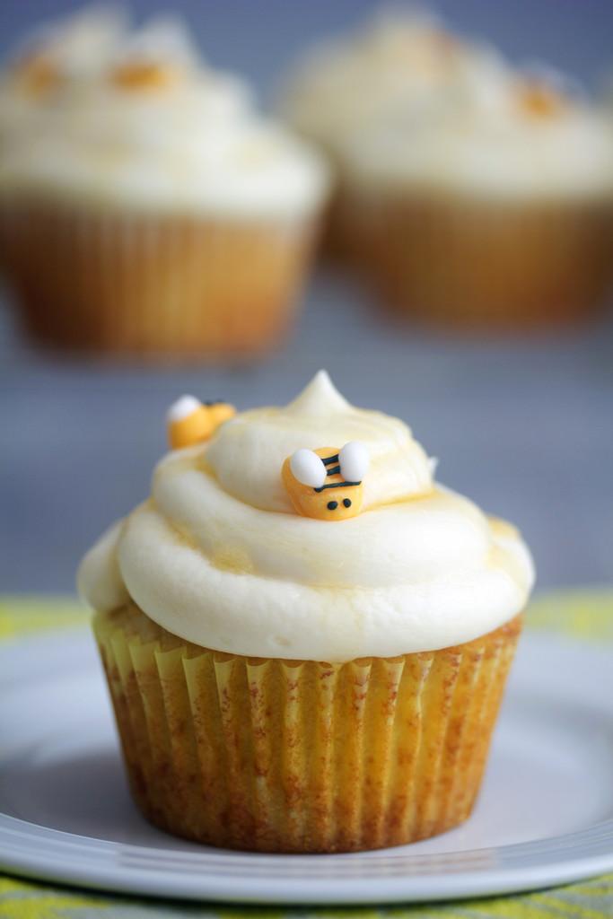 Honey Bee Cupcakes with White Chocolate Honey Ganache | wearenotmartha ...