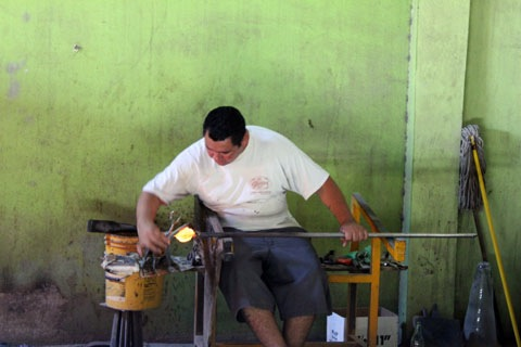 Honeymoon-Los-Cabos-Glass-Blowing.jpg