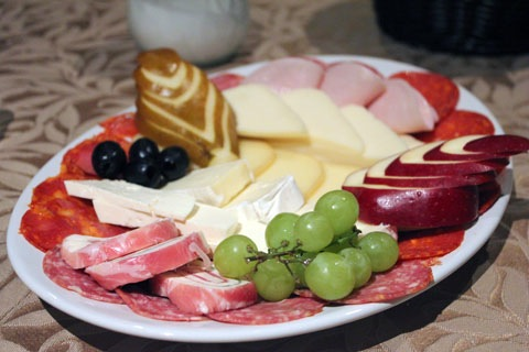 Honeymoon-Los-Cabos-Los-Cabos-Winery-Cheese-Plate.jpg