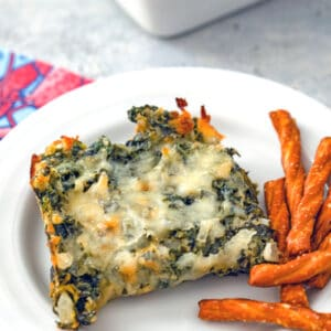 Hot Spinach Dip -- Looking for an easy-to-make party appetizer that is also packed with healthy greens? This creamy Hot Spinach Dip is the perfect addition to any holiday party table | wearenotmartha.com #partyappetizers #healthyappetizers #spinachdip #hotdips #dips