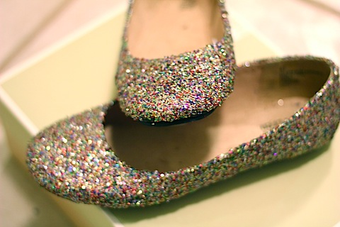 783a5298b211 DIY Glitter Flats -- Get crafty by glittering your shoes for cheap!
