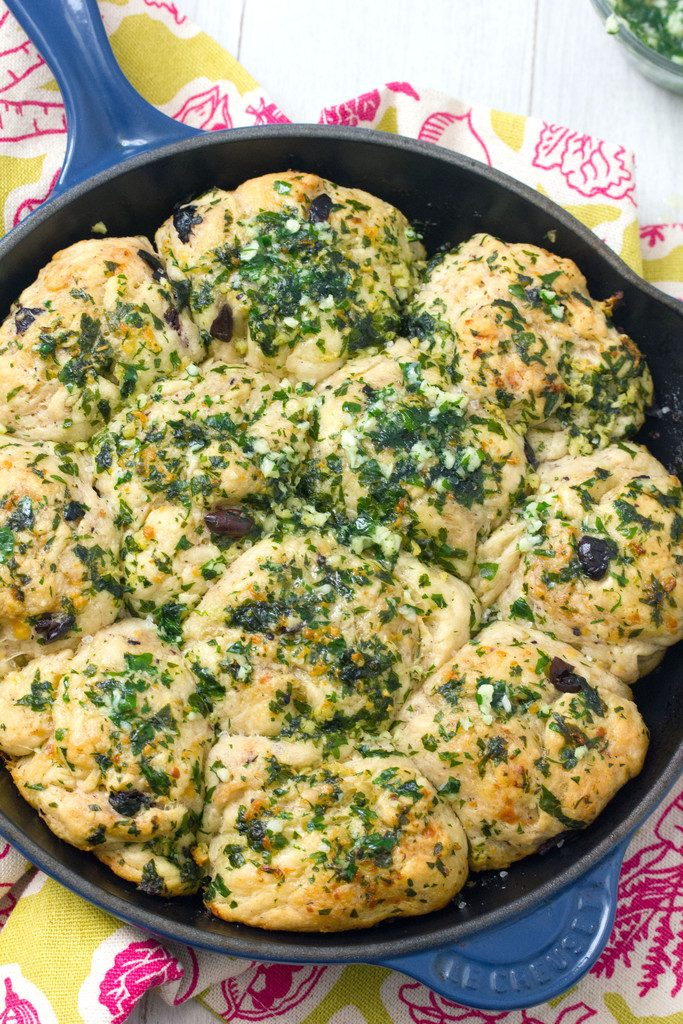 Jalapeño Cheddar Olive Rolls with Garlic-Parsley Butter -- Homemade pull-apart bread for your dinner party   wearenotmartha.com