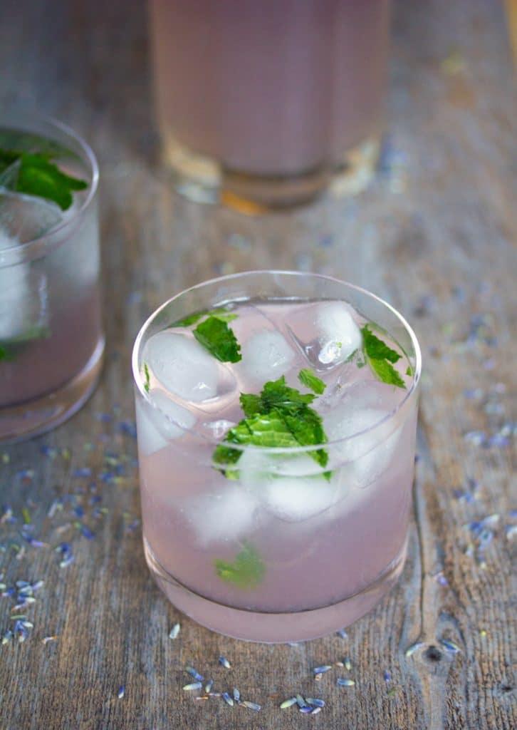 Lavender Lemonade Mojitos -- A pretty and tasty summer cocktail | wearenotmartha.com