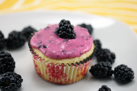 Lemon-Blackberry-Cupcakes-5