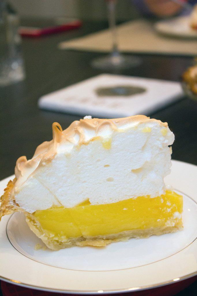 Lemon_Meringue_Pie_Slice_2