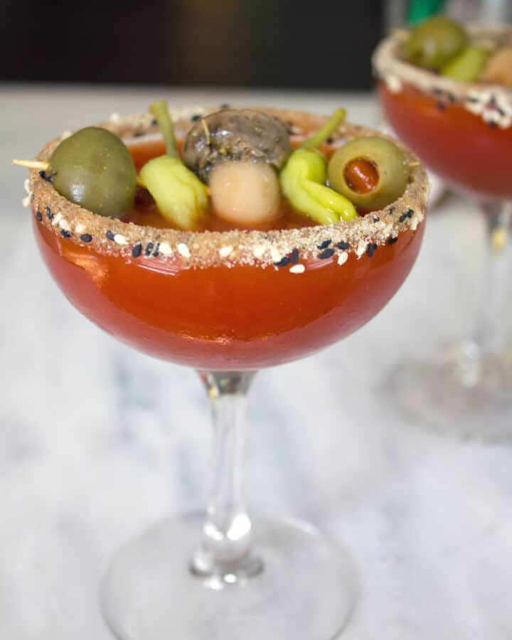 I combined my two favorite cocktail into one with this Manhattan Dirty Mary Martini -- The bloody mary and dirty martini unite! | wearenotmartha.com #bloodymary #martinis #dirtymartini #tomatojuice #vodkacocktails #vodka