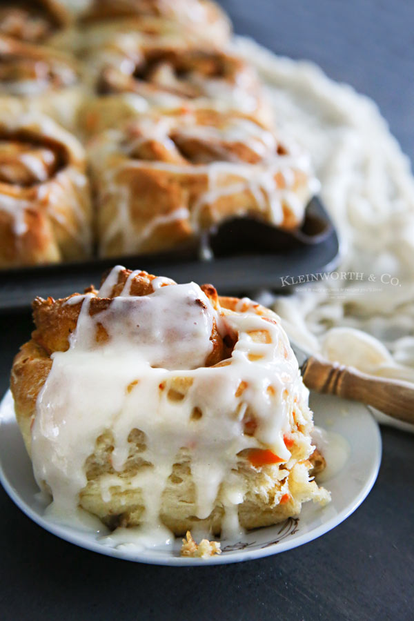 One-Hour-Carrot-Cake-Cinnamon-Rolls-single