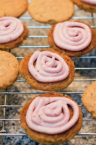 PB&J Sandwich Cookies with Frosting.jpg