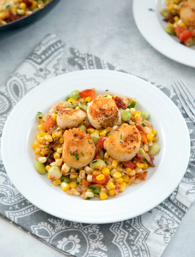 Pan Seared Scallops with Bacon Succotash -- tender scallops with an umami packed succotash is the ultimate summer meal, best enjoyed al fresco with a nice chilled glass of white wine | wearenotmartha.com #scallops #bacon #succotash #summer #dinner