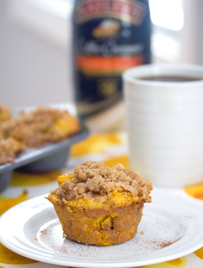 Pumpkin Spice French Toast Muffins -- These Pumpkin Spice French Toast Muffins combine two of your favorite breakfast foods into one delicious treat and are made with pumpkin spice coffee creamer! | wearenotmartha.com