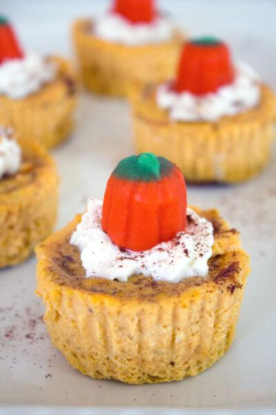 Pumpkin Spice Oreo Mini Cheesecakes -- These personal-sized pumpkin spice cheesecakes are the perfect fall dessert   wearenotmartha