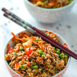 Quick Vegetable Fried Brown Rice -- Looking for a quick and easy healthy dinner that's also delicious? This Quick Vegetable Fried Brown Rice is packed with veggies and whole grains and is the perfect weeknight meal | wearenotmartha.com