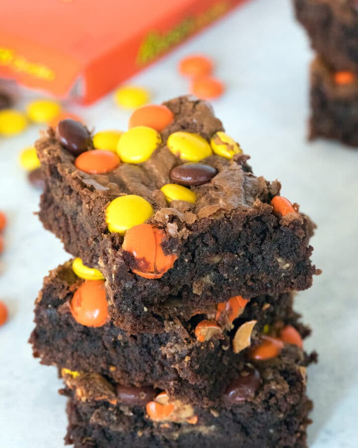 Reese's Pieces Peanut Butter Brownies -- These brownies are packed with peanut butter, chocolate, Reese's Peanut Butter Cups, and Reese's Pieces. Peanut butter lovers, rejoice! | wearenotmartha.com #brownies #peanutbutter #reeses #reesespieces