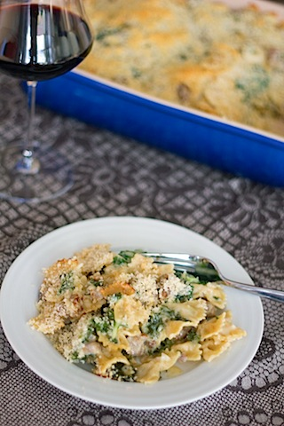 Roasted Garlic Mac and Cheese with Sausage and Kale