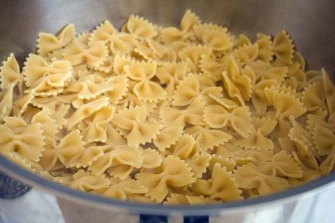 Roasted Garlic Mac and Cheese with Sausage and Kale Garlic Pasta.jpg