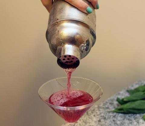 Sierra-Mist-Cocktails-Pour.jpg