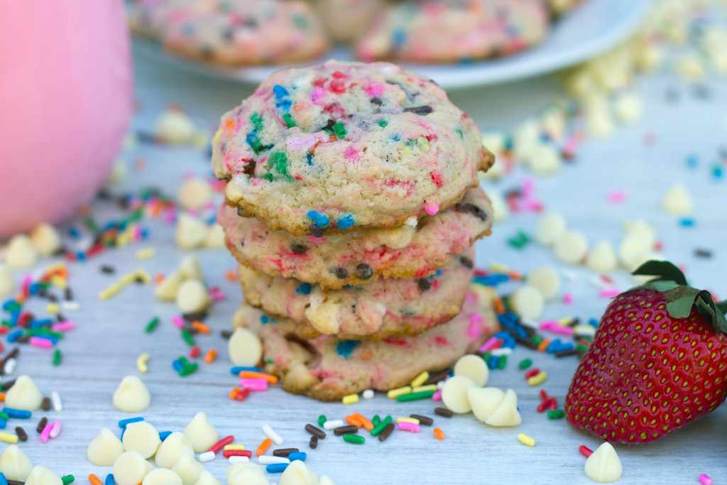Strawberry Milk White Chocolate Chip Cookies 9