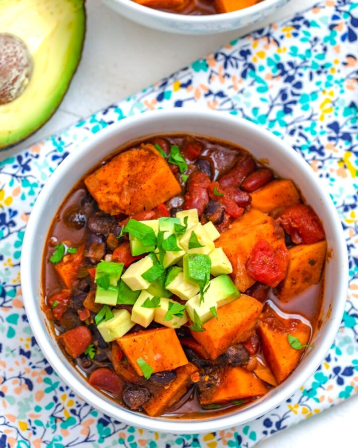 Sweet Potato Chili -- Comfort food chili that's incredibly delicious and also healthy? Yes! This vegetarian Sweet Potato Chili is packed with so much flavor, you might not believe it's healthy.... But it is! | wearenotmartha.com