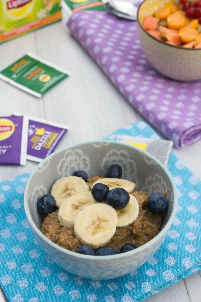 Tea Steel Cut Oats -- Oatmeal made with your tea of choice and topped with fruit | wearenotmartha.com