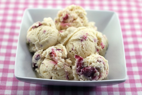 White-Chocolate-Strawberry-Ice-Cream-11.jpg