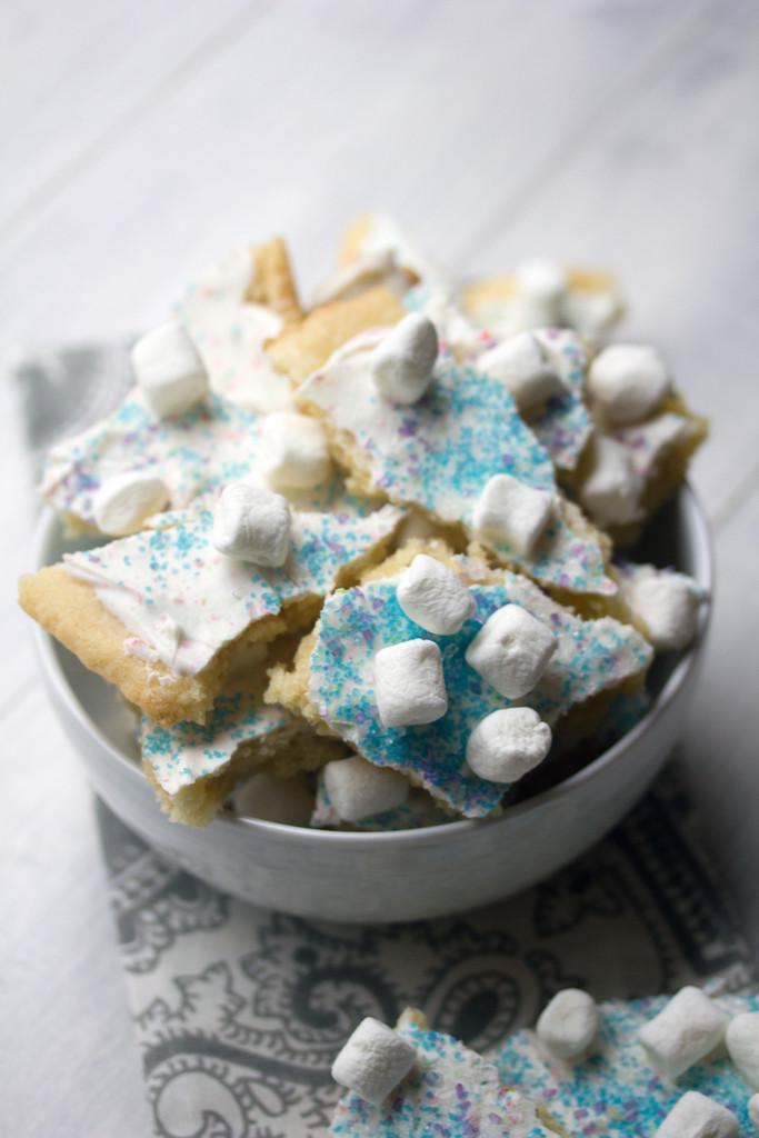 Winter_Wonderland_Sugar_Cookie_Bark_4