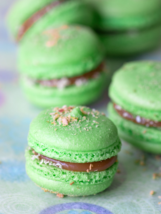 caramel-apple-macarons